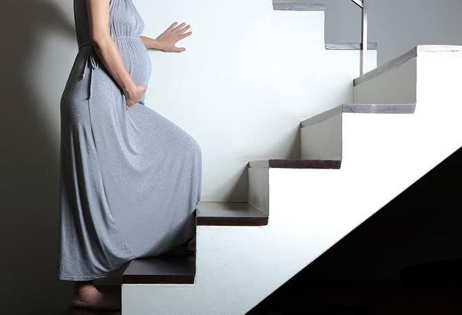 نصائح يجب وضعها في الاعتبار أثناء تسلق السلالم بعد إجراء عملية قيصرية 4